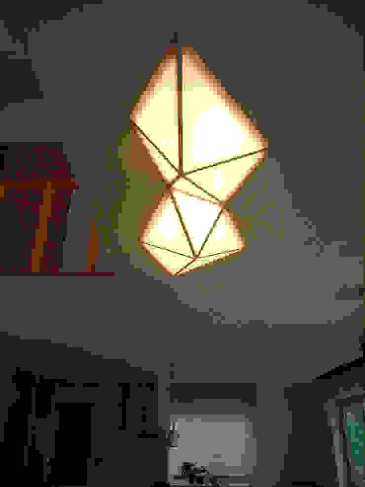 プラトン照明: 建築アトリエTSUTSUMIが手掛けた折衷的なです。,オリジナル