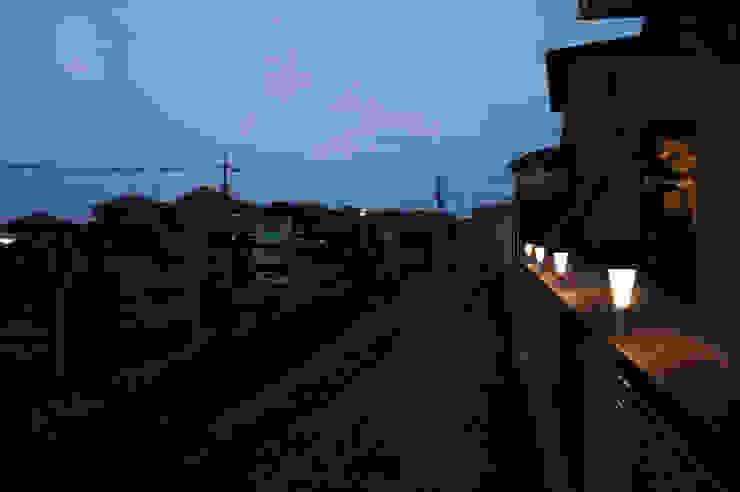 富士山テラス モダンな庭 の 松岡淳建築設計事務所 モダン 木 木目調