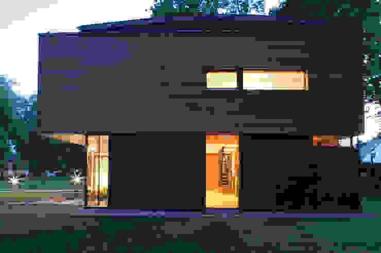 Puertas y ventanas de estilo moderno de ArchitekturWerkstatt Vallentin GmbH Moderno