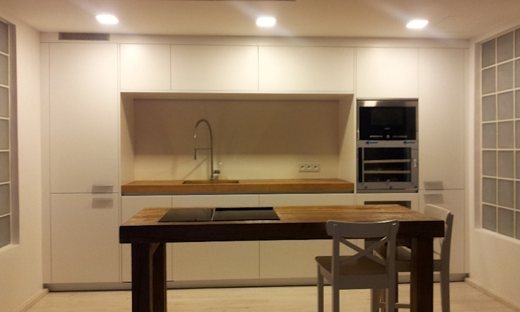 Modern kitchen by CUADRAT PINEN ARQUITECTES Modern