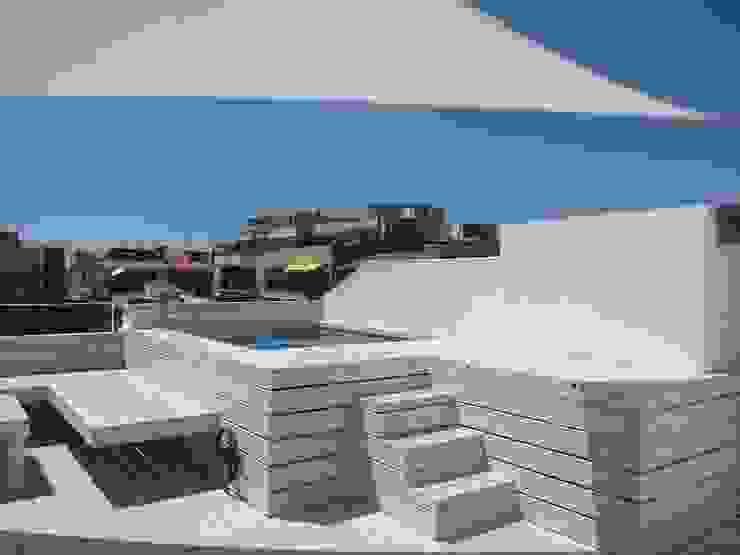 Modern balcony, veranda & terrace by CUADRAT PINEN ARQUITECTES Modern