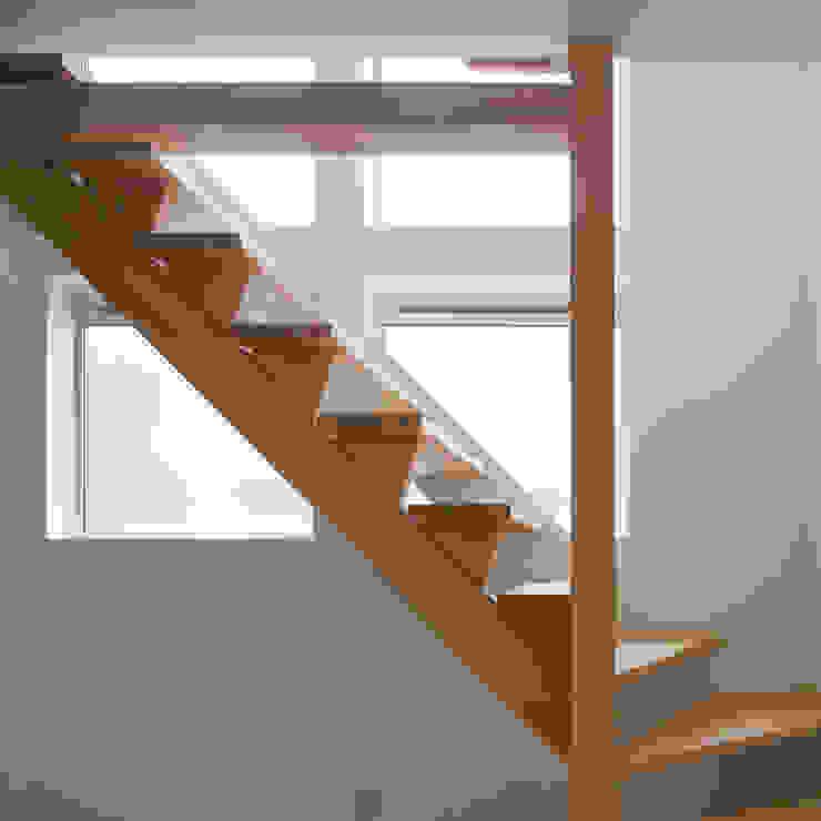 コンパクトで可愛いショートケーキハウス 北欧スタイルの 玄関&廊下&階段 の M設計工房 北欧 木 木目調
