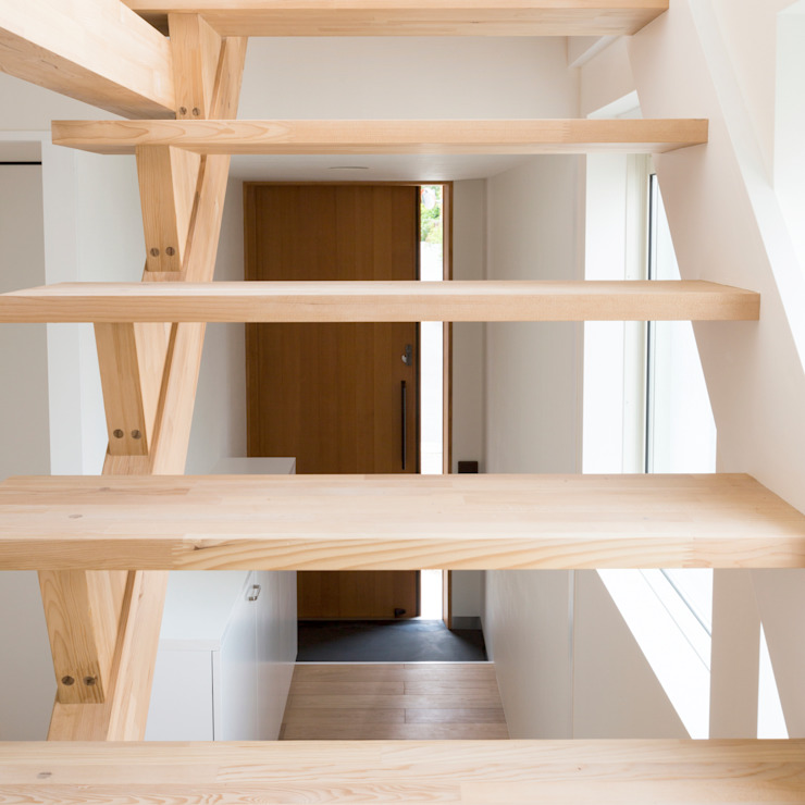 Corridor & hallway by M設計工房, Scandinavian Wood Wood effect