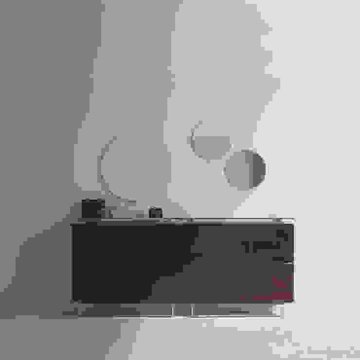 'Plump' Contemporary hallway glass top shoe storage by Birex por My Italian Living Moderno