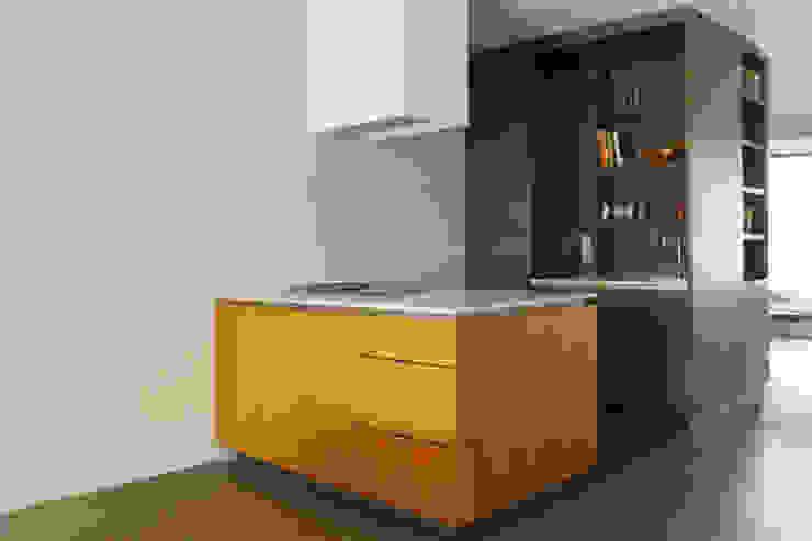 Projekty,  Kuchnia zaprojektowane przez VEVS Interior Design, Nowoczesny