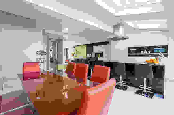 Open plan Kitchen por GK Architects Ltd Moderno