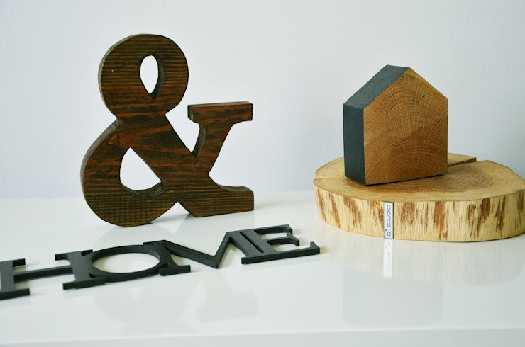 Drewniane litery i znaki D2 SIGN od D2 Studio Rustykalny