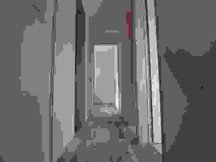 2階廊下 モダンスタイルの 玄関&廊下&階段 の ジュウニミリ建築設計事務所 モダン