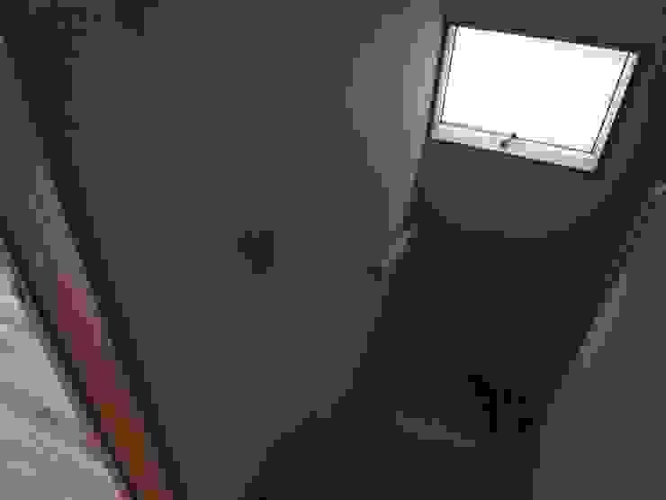 階段 モダンスタイルの 玄関&廊下&階段 の ジュウニミリ建築設計事務所 モダン