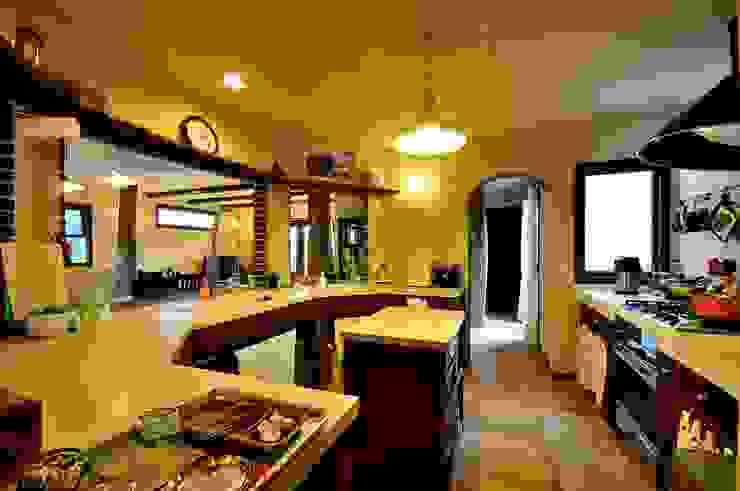 Cocinas de estilo rústico de HAPTIC HOUSE Rústico