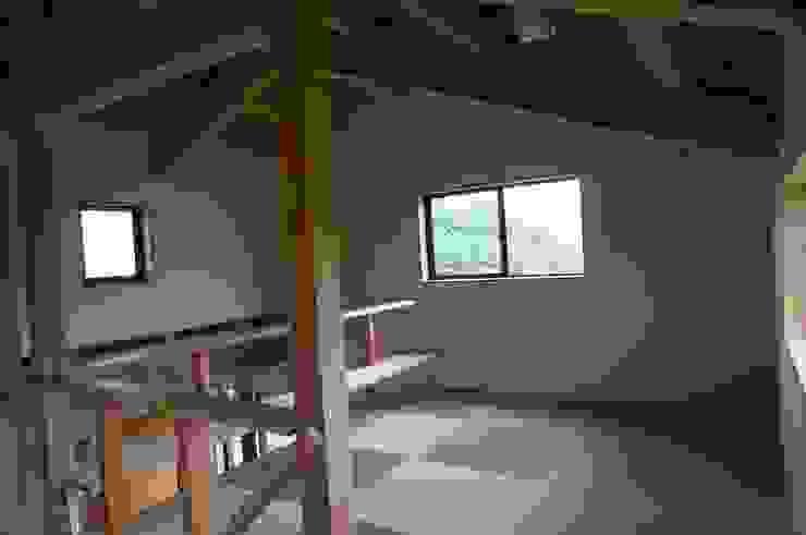 ロフト オリジナルスタイルの 寝室 の 虎設計工房 オリジナル 紙