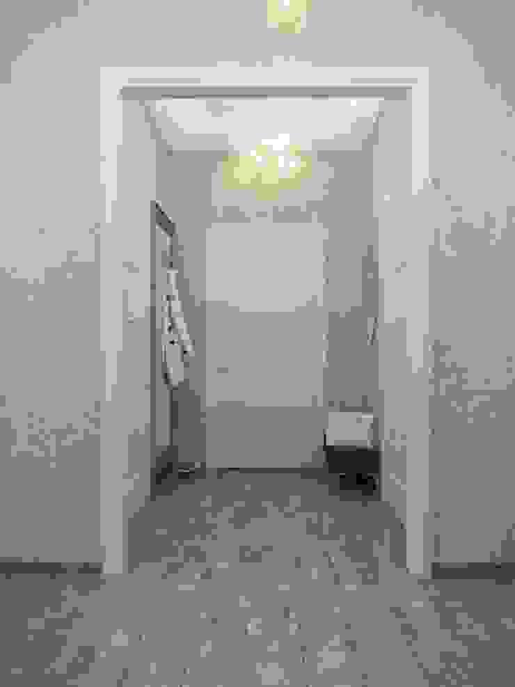 Авеню 77-10 Коридор, прихожая и лестница в классическом стиле от ООО 'Студио-ТА' Классический