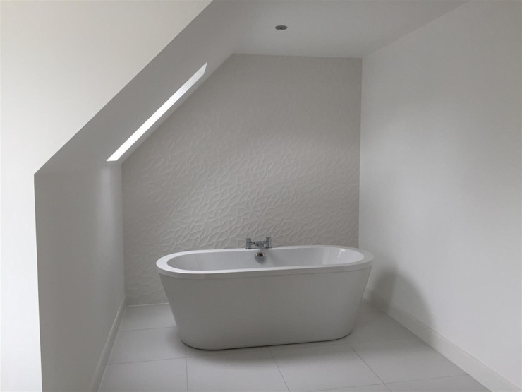 Bathroom by Roundhouse Architecture Ltd,