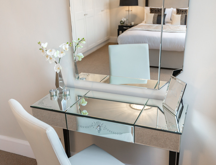 Chic dressing table Minimalist bedroom by In:Style Direct Minimalist