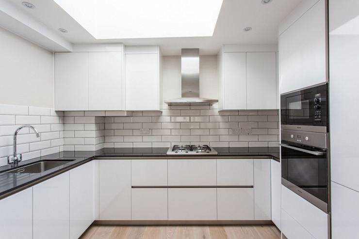 Kitchen by GK Architects Ltd,