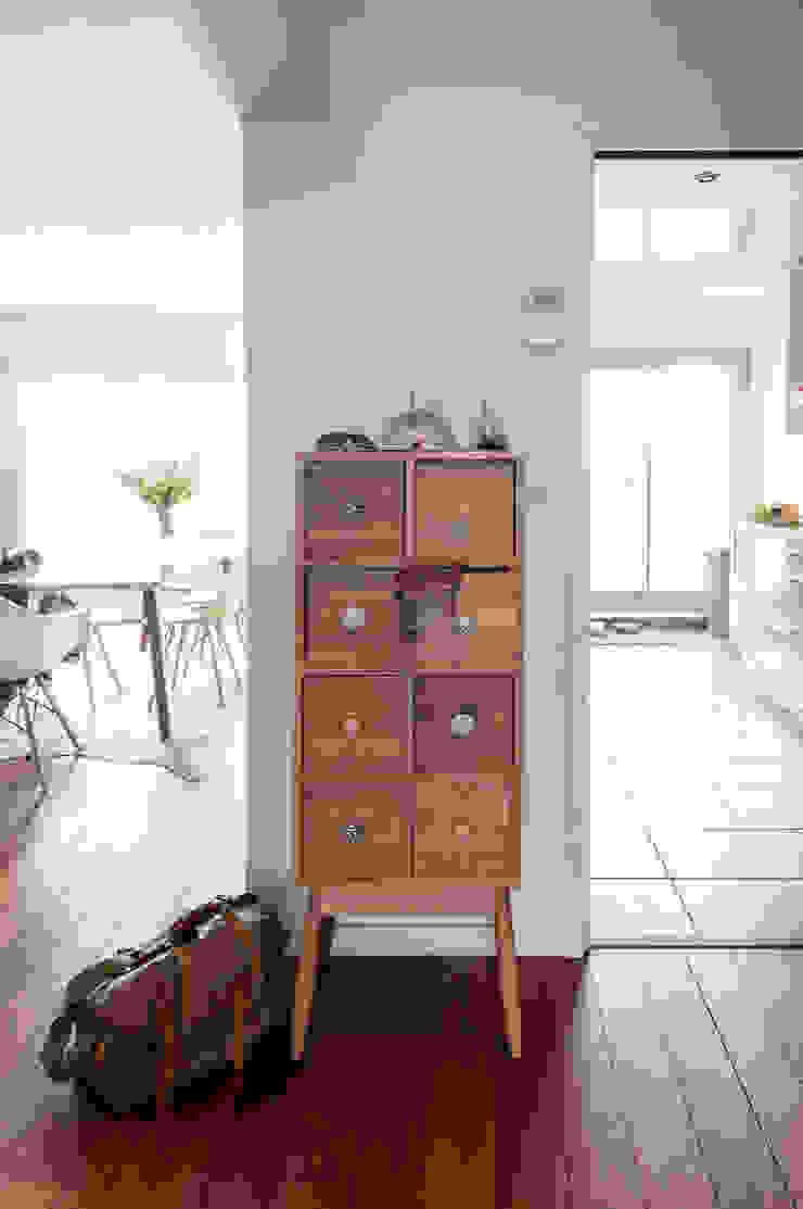 meuble d'entrée habitat par goodnova godiniaux Moderne