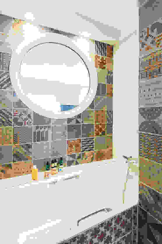 duplex à St Maurice Salle de bain originale par goodnova godiniaux Éclectique