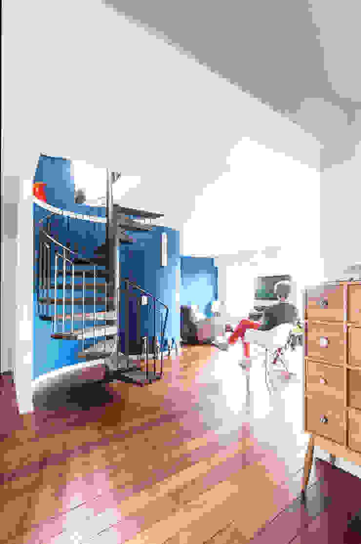 entrée Couloir, entrée, escaliers modernes par goodnova godiniaux Moderne