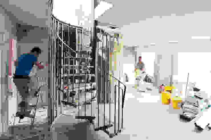 chantier escalier par goodnova godiniaux Moderne
