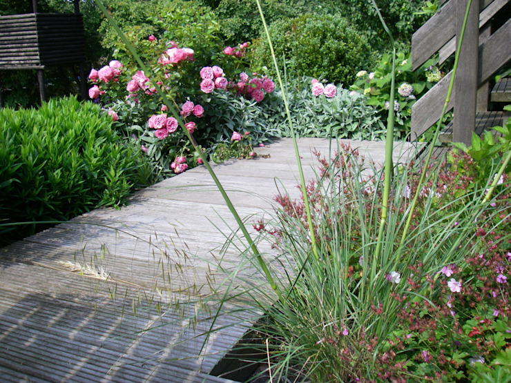 Country style garden by Tina Brodkorb Landschaftsarchitektur Country