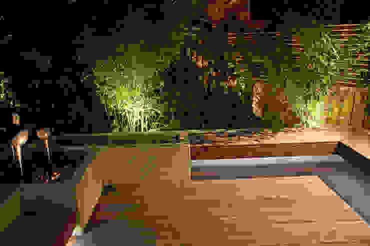 Small London Garden Moonlight Desgin Classic style garden