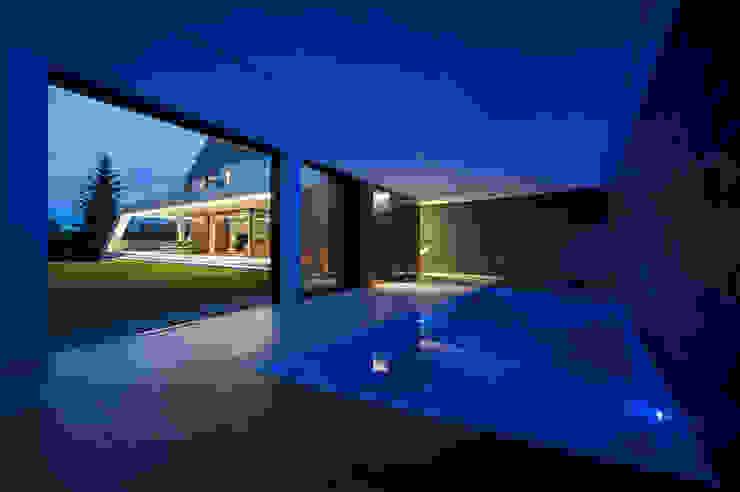 Moderne zwembaden van MOBIUS ARCHITEKCI PRZEMEK OLCZYK Modern