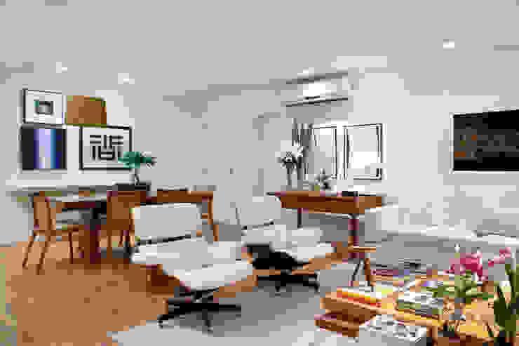 Integração: Salas de estar e jantar: Salas de estar  por Angela Medrado Arquitetura + Design