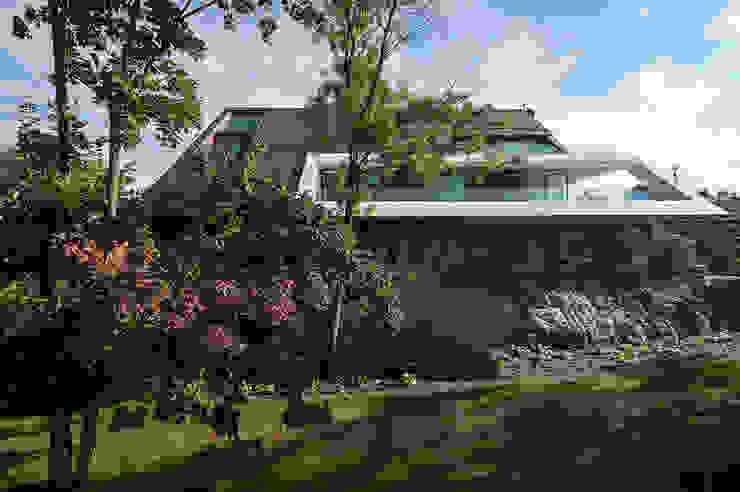 Дома в стиле модерн от MOBIUS ARCHITEKCI PRZEMEK OLCZYK Модерн