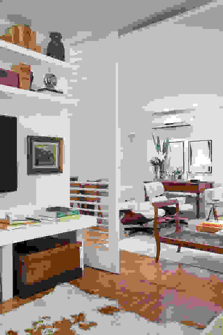 Integração: Sala de Estar e Home Theater Salas de estar ecléticas por Angela Medrado Arquitetura + Design Eclético