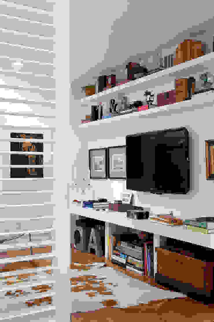 Home Theater Salas multimídia ecléticas por Angela Medrado Arquitetura + Design Eclético