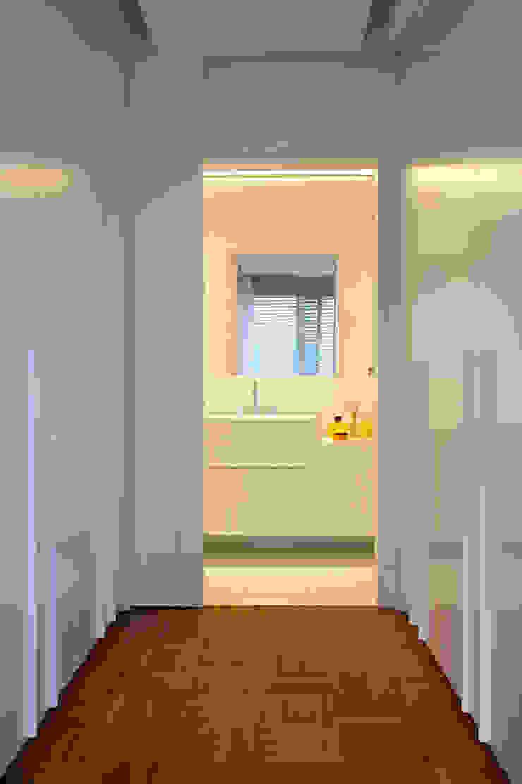 Suíte Master Corredores, halls e escadas ecléticos por Angela Medrado Arquitetura + Design Eclético
