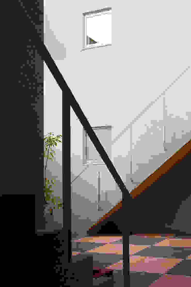 中庭にある階段 久保田章敬建築研究所 Modern