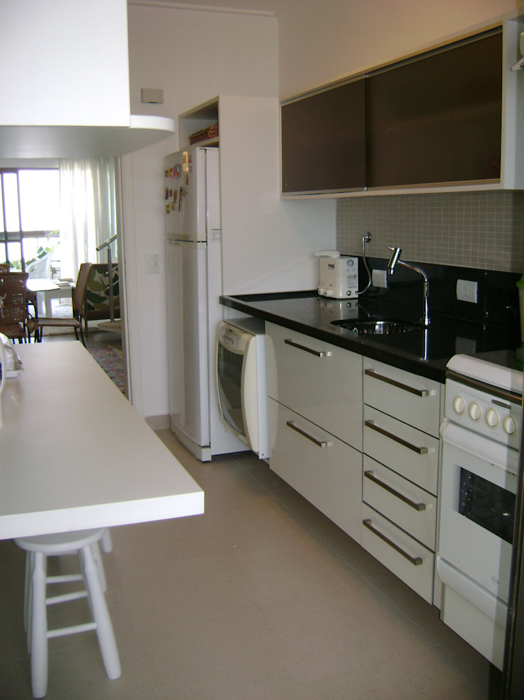 cozinha apos reforma:  tropical por Flávia Brandão - arquitetura, interiores e obras,Tropical