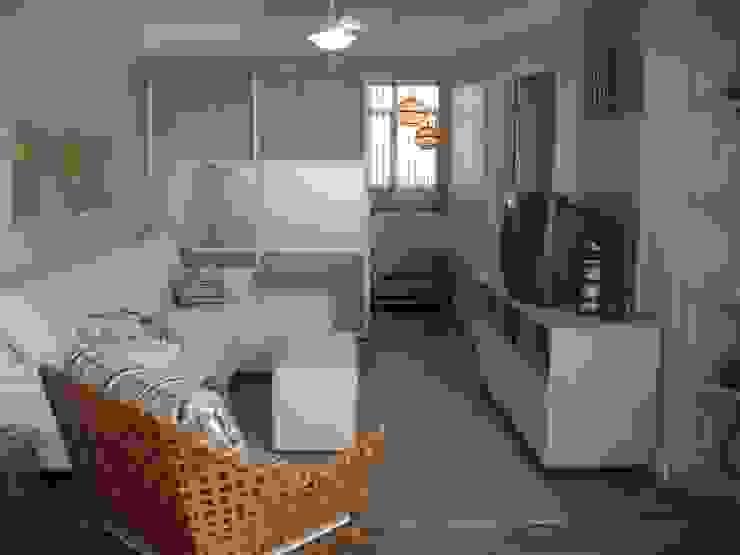 sala de tv e cantinho para relax:  tropical por Flávia Brandão - arquitetura, interiores e obras,Tropical