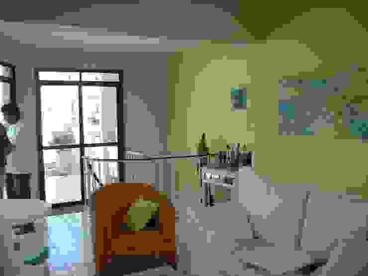 sala da cobertura antes:  tropical por Flávia Brandão - arquitetura, interiores e obras,Tropical