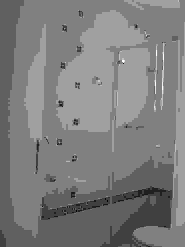 banho suite  da cobertura apos reforma:  tropical por Flávia Brandão - arquitetura, interiores e obras,Tropical