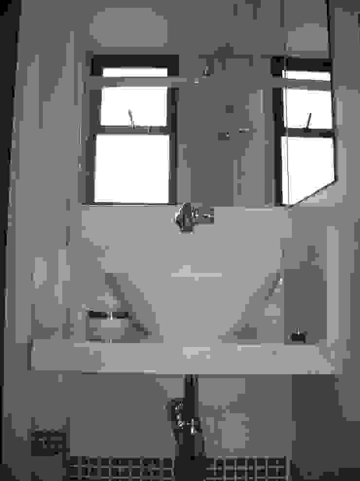 banho suite da cobertura após reforma:  tropical por Flávia Brandão - arquitetura, interiores e obras,Tropical