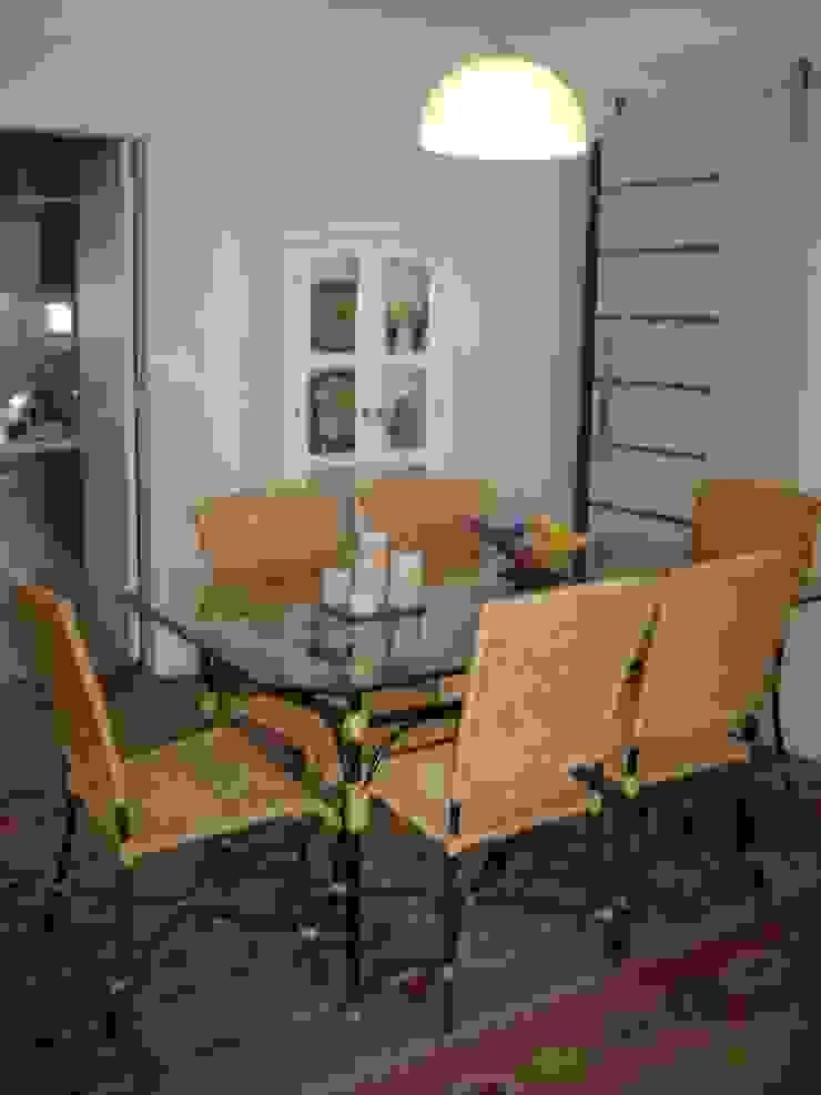sala de jantar apos reforma:  tropical por Flávia Brandão - arquitetura, interiores e obras,Tropical