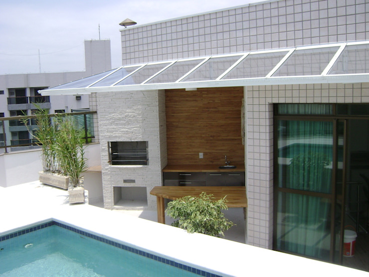 churrasqueira apos a reforma:  tropical por Flávia Brandão - arquitetura, interiores e obras,Tropical