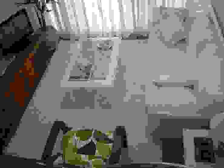 sala principal após reforma:  tropical por Flávia Brandão - arquitetura, interiores e obras,Tropical