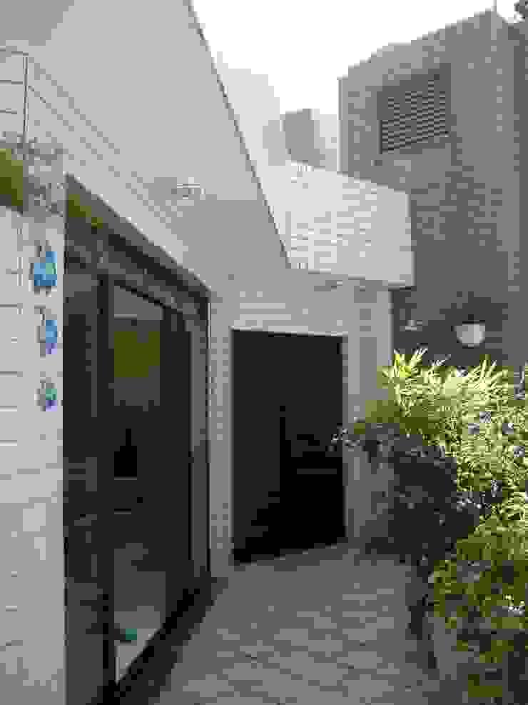 varanda cobertura antes da reforma:  tropical por Flávia Brandão - arquitetura, interiores e obras,Tropical