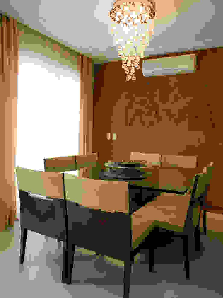 Sala de jantar Salas de jantar clássicas por Flávia Brandão - arquitetura, interiores e obras Clássico