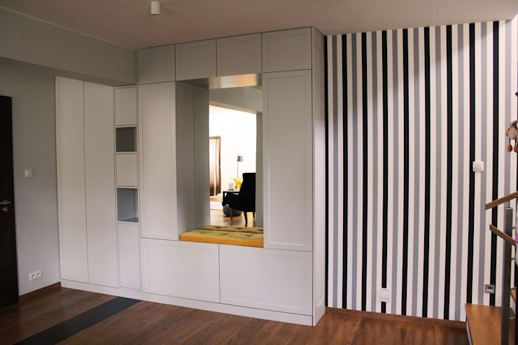 Couloir et hall d'entrée de style  par Szafawawa, Minimaliste