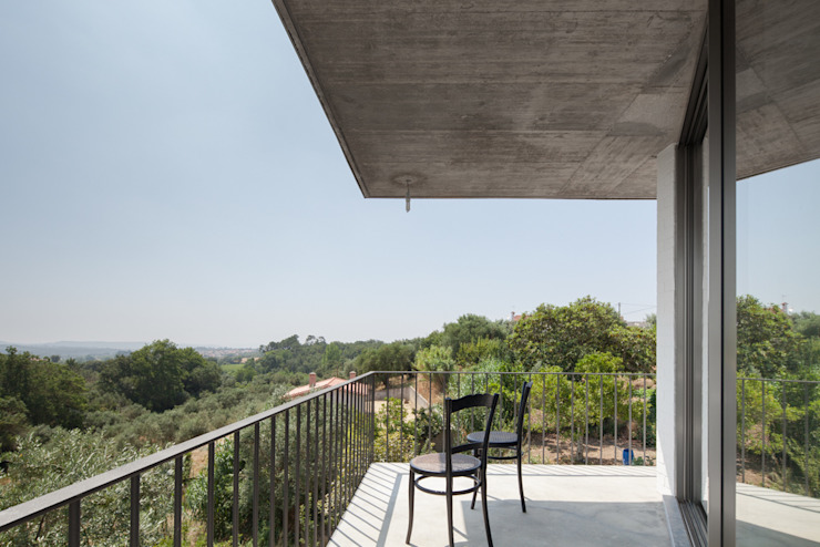 House on a Warehouse Modern Terrace by Miguel Marcelino, Arq. Lda. Modern