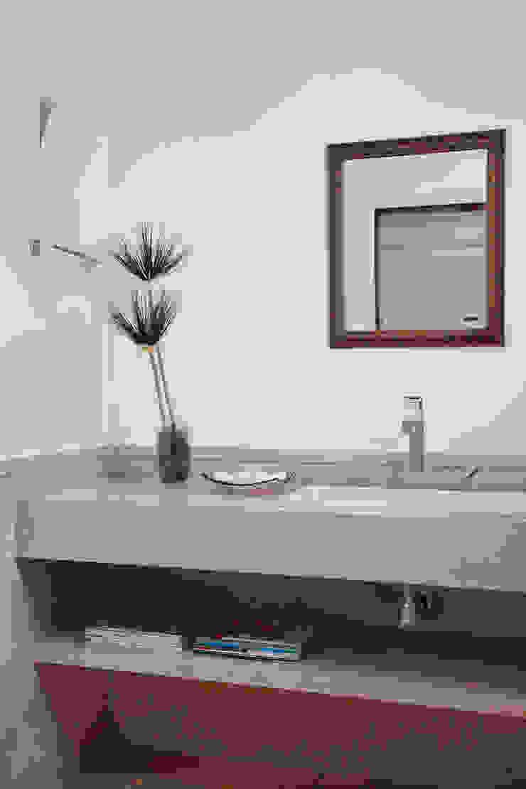 Modern Bathroom by Ricardo Melo e Rodrigo Passos Arquitetura Modern