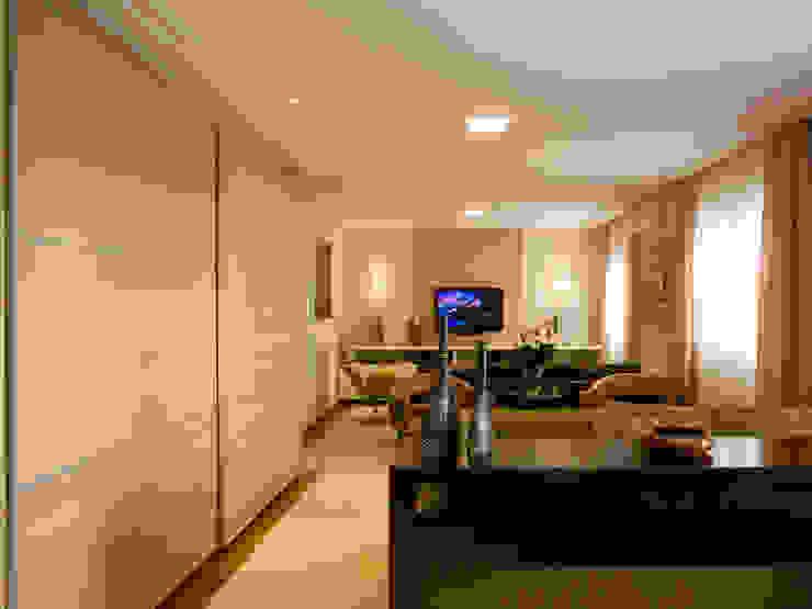 Salas integradas Salas de estar clássicas por Flávia Brandão - arquitetura, interiores e obras Clássico