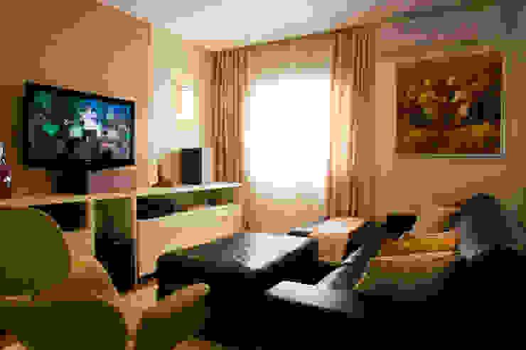 Sala de TV por Flávia Brandão - arquitetura, interiores e obras Clássico