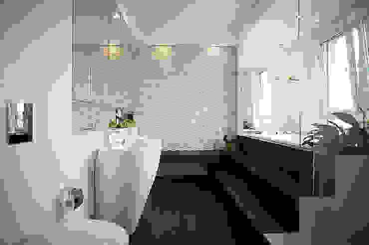 Sun Tower -projekt i realizacja www.weloftdesign.com Nowoczesna łazienka od WE LOFT DESIGN Nowoczesny