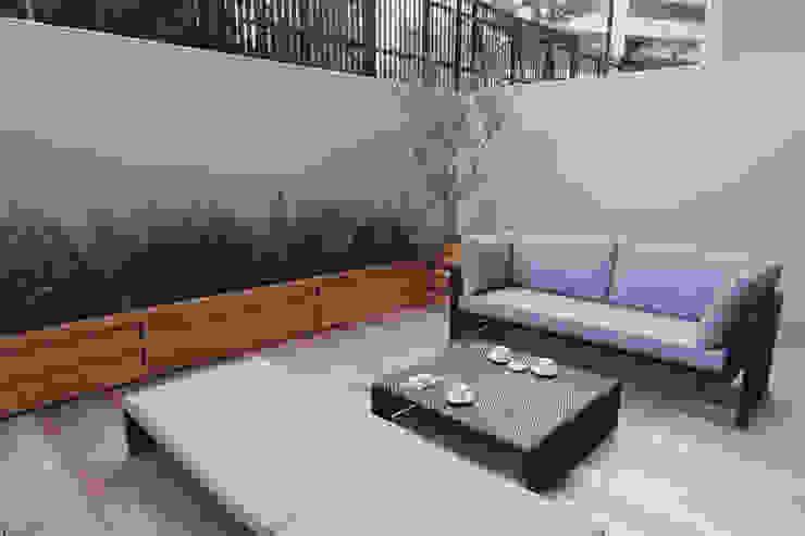 Eklektyczny balkon, taras i weranda od Style is Still Living ,inc. Eklektyczny