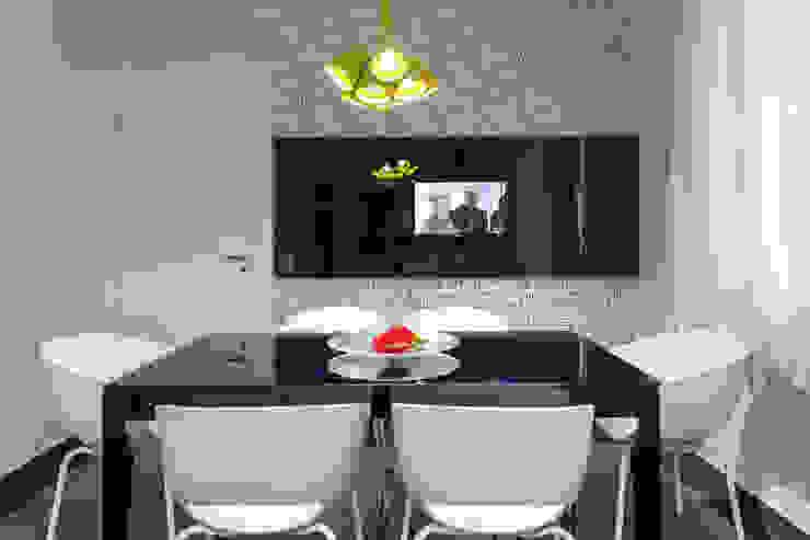 Sala de almoço integrada à cozinha Cozinhas modernas por Helen Granzote Arquitetura e Interiores Moderno